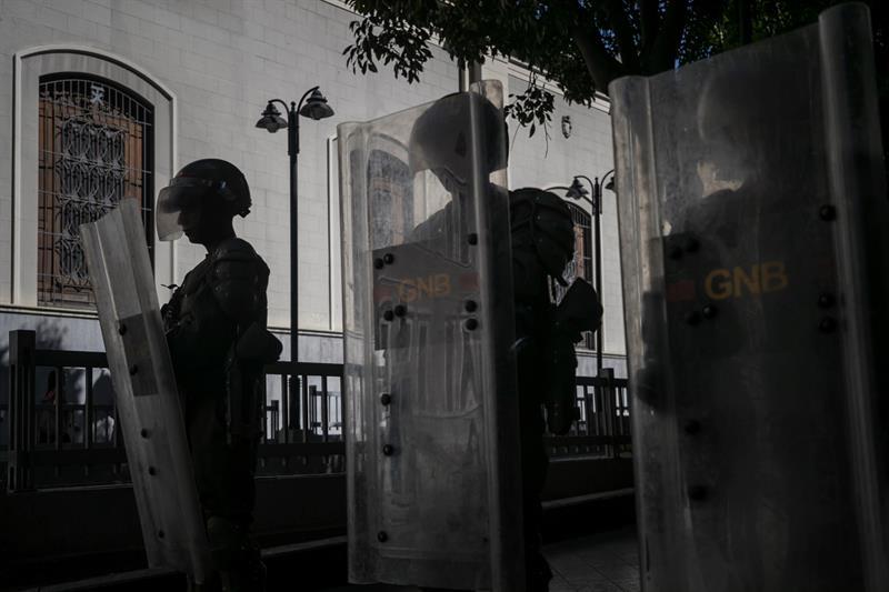 Reanudadas sesiones en el Parlamento venezolano con clima de tensión