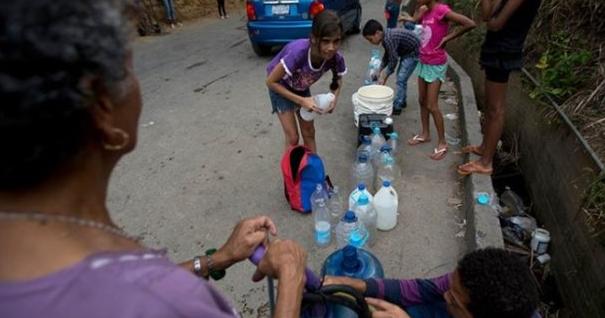 Parlamento venezolano pide más presión a Maduro por crisis humanitaria