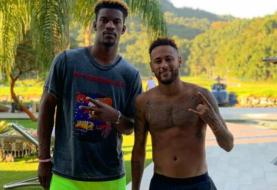 Jimmy Butler y Neymar celebran un golazo de penal