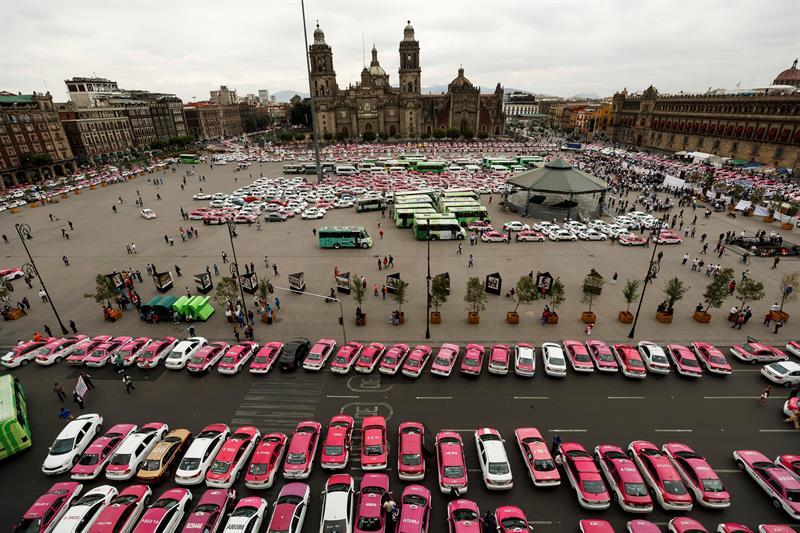 Taxistas protestan en Ciudad de México contra las apps