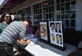 Un grupo del exilio cubano recoge firmas en Miami para juzgar a Raúl Castro