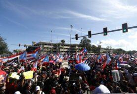 Manifestantes y artistas vuelven a exigir renuncia de gobernador de P.Rico  (