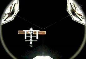 Astronautas instalan nueva escotilla en la Estación Espacial Internacional