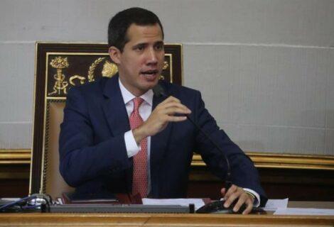 """Guaidó se mantiene en el Parlamento con """"ofensiva política"""" en reserva"""