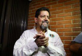 Diputado Zambrano excarcelado pide la libertad de todos los reos políticos