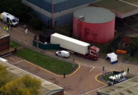 Hallan 39 cadáveres en contenedor de camión en Inglaterra