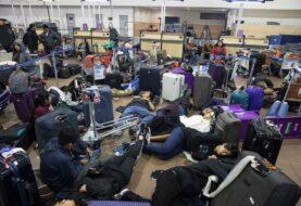Cientos de viajeros atrapados en el aeropuerto de Santiago