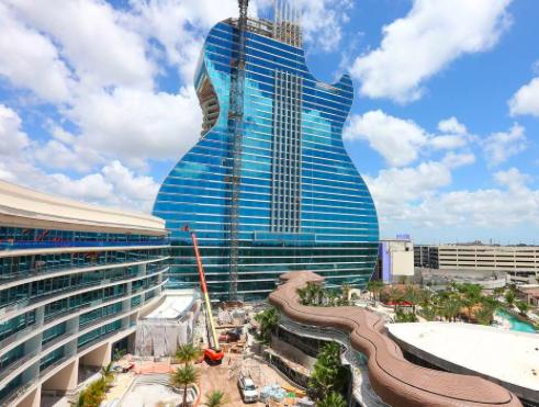 Primer hotel con forma de guitarra del mundo abre a lo grande en Florida
