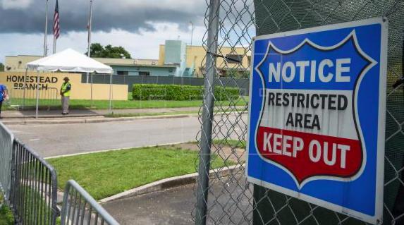 Gobierno de Trump ordena cerrar centro de detención de menores de Homestead