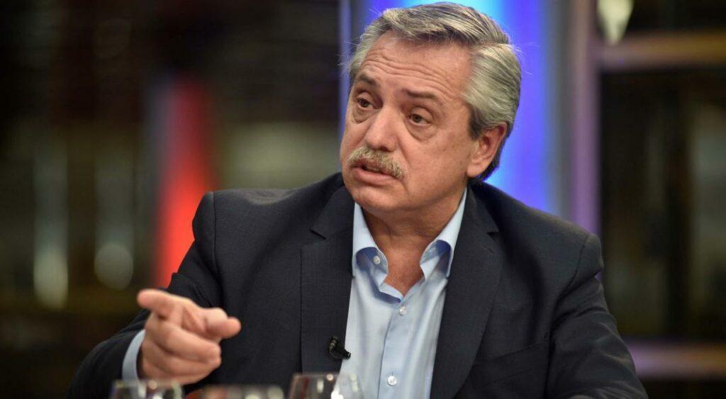 Fernández agradece a Maduro su felicitación y llama a la unión
