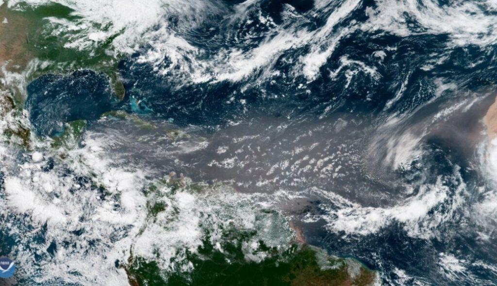 Tormenta subtropical Rebekah se forma en el Atlántico norte