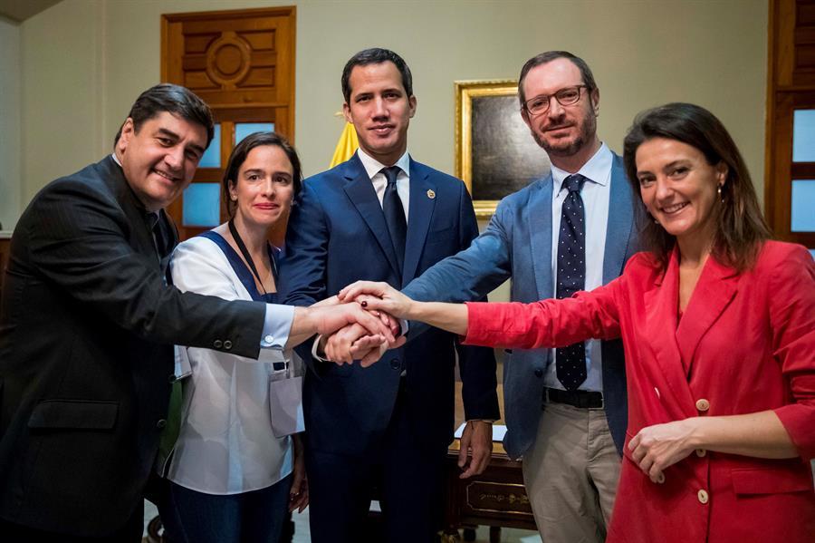 Partido Popular de España ofrece a Guaidó ser su voz en Europa