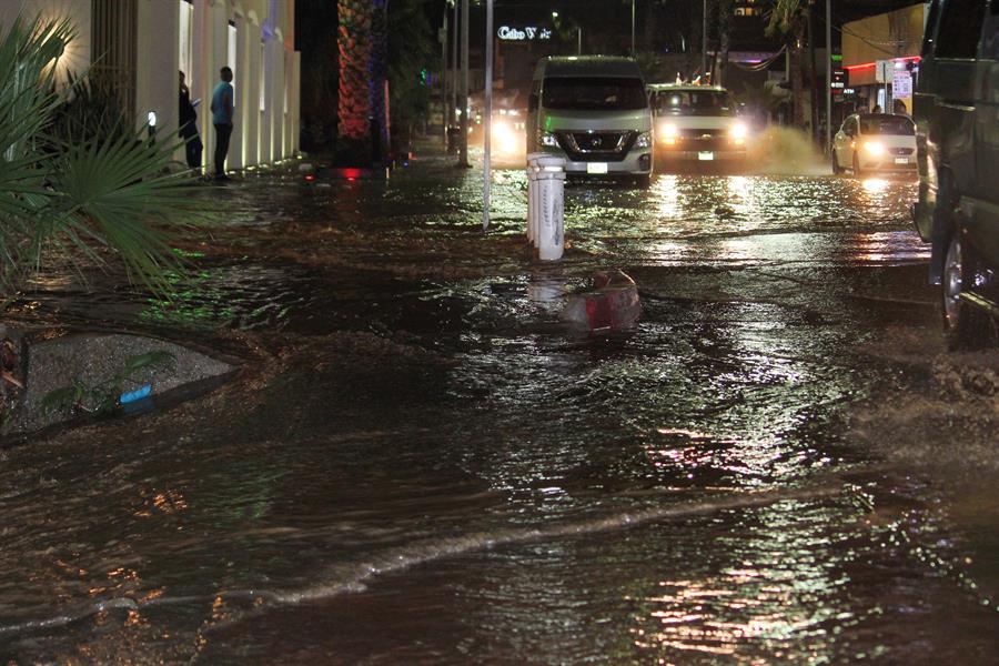 Cierran colegios por lluvias en Baja California Sur