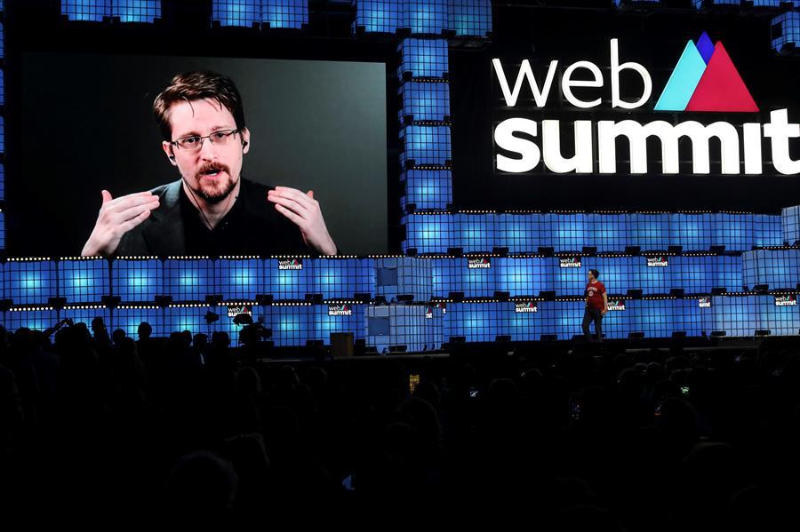 """Snowden aseguró que las jovenes genraciones en internet """"no es dueña de nada"""""""