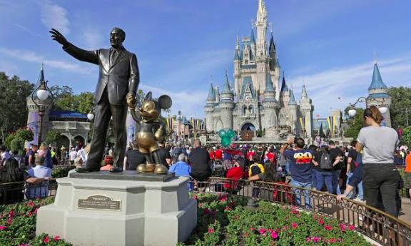 Arrestan a dos empleados de Disney por pornografía infantil