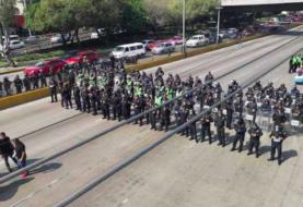 Policías federales mexicanos bloquean accesos del aeropuerto de CDMX