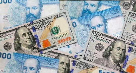 Peso chileno se desploma a mínimos históricos en plena crisis social