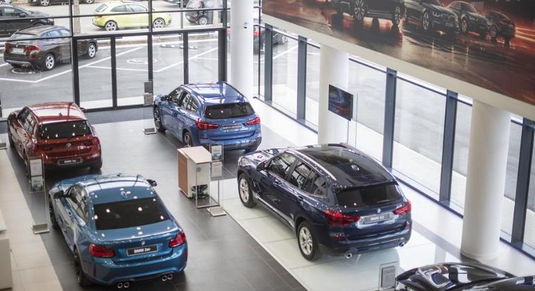 California toma represalias contra fabricantes de automóviles pro Trump