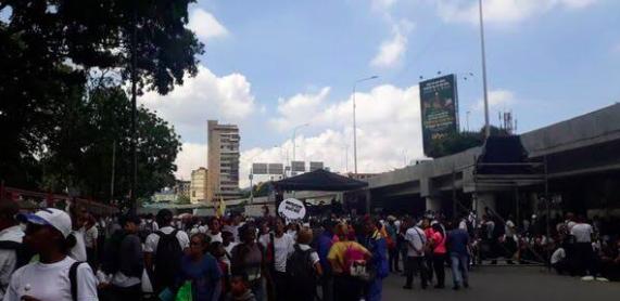 Chavistas y opositores inician jornada de protestas bajo un clima de tensión