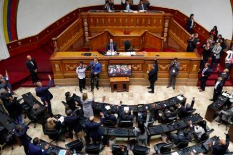 Pelea en el Parlamento venezolano por intervención de legisladores españoles
