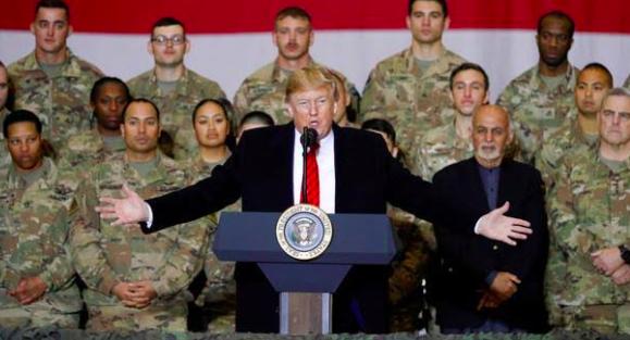 Trump visita por sorpresa Afganistán y anuncia un nuevo diálogo con talibanes