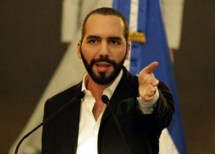 Presidente de El Salvador pide a otros países expulsar a diplomáticos de Maduro