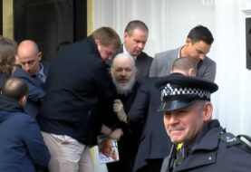 Assange podría morir en prisión si no recibe atención médica