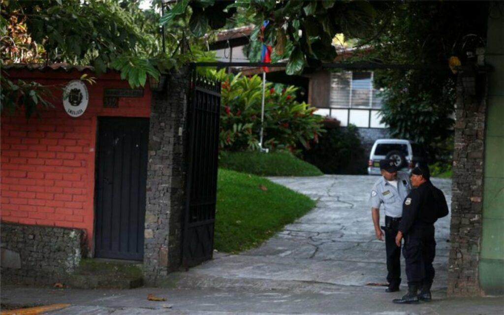 Diplomáticos de Venezuela acreditado en El Salvador ya salieron