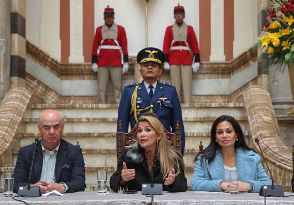 El Gobierno interino de Bolivia anuncia ruptura de relaciones con Venezuela