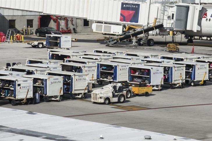 Aeropuerto de Fort Lauderdale vuelve a operar tras cierre por inundaciones