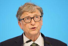 Bill Gates envía un paquete de 36 kilos lleno de regalos a su amiga invisible