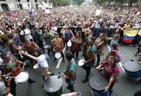 """Concierto """"Medellín resiste cantando"""" mantiene vivas protestas contra Duque"""