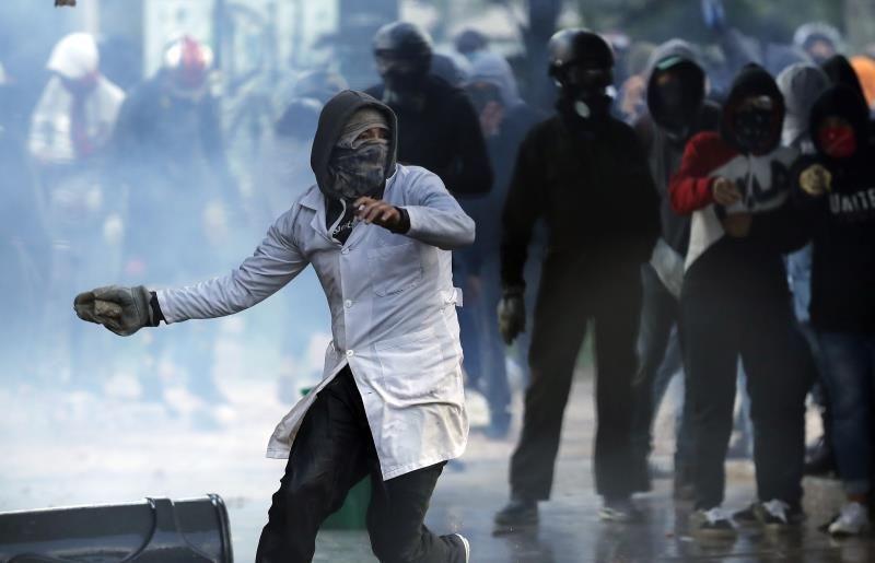 Sindicatos y estudiantes aminoran las protestas en Colombia