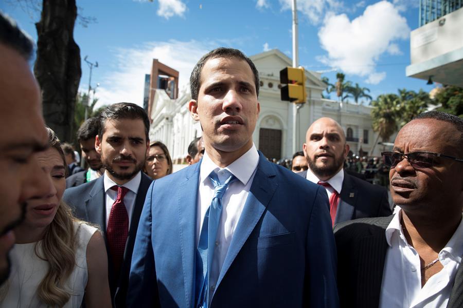 Guaidó aplaza la sesión parlamentaria y evitará así coincidir con el chavismo