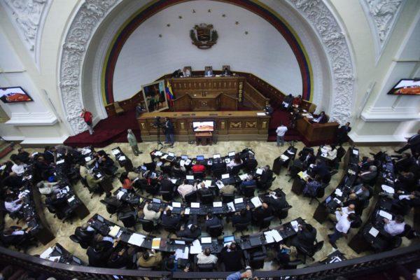 Mayoría opositora venezolana renuncia a hacer sesión en sede del Parlamento