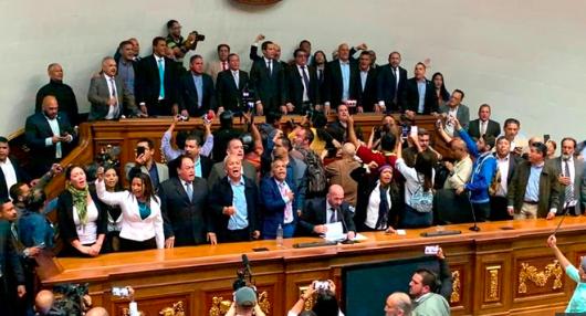 """Expresidentes elogian """"firmeza"""" de diputados venezolanos y les piden no cejar"""