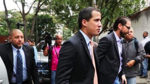 Guaidó convoca una sesión fuera del Parlamento tras ataque de civiles armados