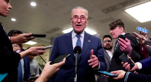 """Demócratas califican de """"farsa"""" la primera jornada de juicio político a Trump"""