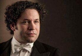 Gustavo Dudamel seguirá al frente de la Filarmónica de Los Ángeles