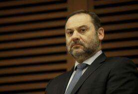 Tormenta política por saludo de ministro español a Delcy Rodríguez