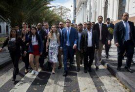 Guaidó lidera caravana de diputados opositores a la AN