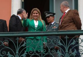 "Áñez asegura que Bolivia se libró de ""un destino como el de Venezuela"""