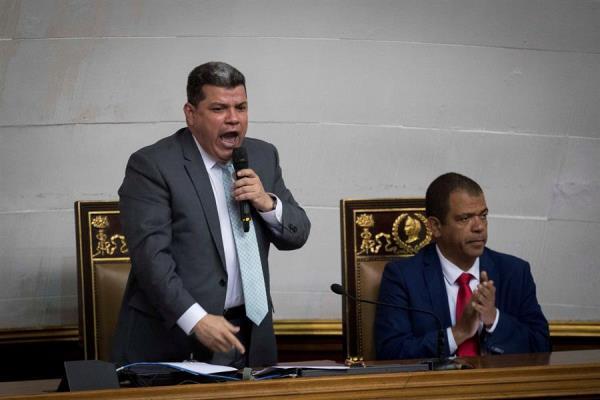 Minoría opositora y chavismo aprueban en el Parlamento renovar ente electoral