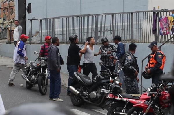 Agreden a periodistas que cubrían trayecto de comisión diputados venezolanos
