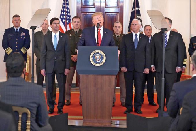 Trump opta por la contención militar para evitar guerra con Irán