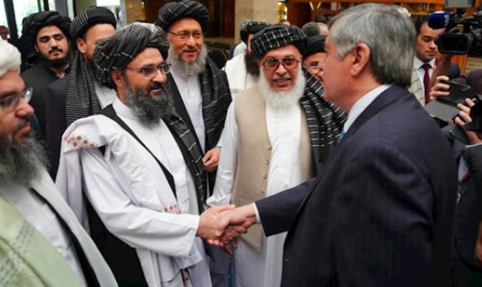 EE.UU. y los talibanes acuerdan reducir la violencia durante siete días