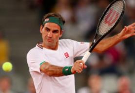 Federer se opera la rodilla derecha y será baja en la temporada de arcilla