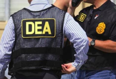 Acusan a exagente de DEA de desviar dinero de narcotráfico a sus cuentas