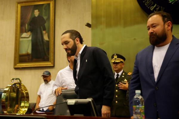 Bukele irrumpe con militares en el Congreso salvadoreño y abre crisis interna