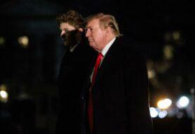 El mal ejemplo que da Trump al escuchar el himno